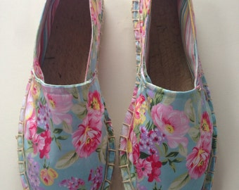 JOLIE - handmade espadrilles in a blue fabric with large floral print