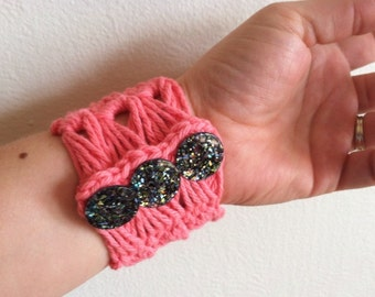 Bracelet, Strawberry Broomstick Lace with Glittery Buttons