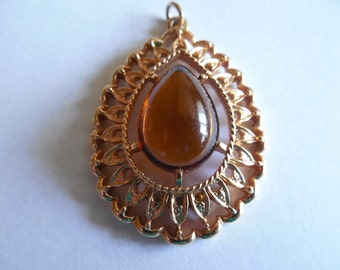 Vintage Sarah Coventry Gold Tone Amber Stone Pendant Necklace