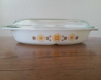 Pyrex Town and Country Divided Dish with Glass Lid