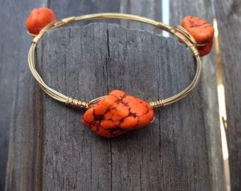 Burnt orange bead stone bangle bracelet with gold wire
