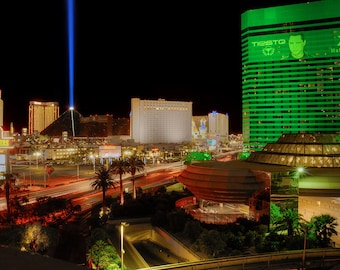 Las Vegas, Luxor, MGM, Excalibur, Motion Blur, Streaks, Green, Red, Nevada, Hooters, Tropicana, HDR, Night