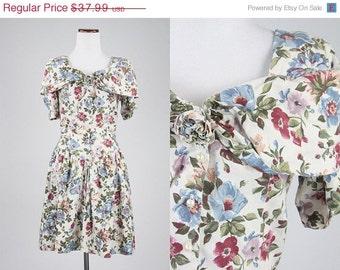 ON SALE Vintage 90s 100% Cotton Floral Dress Pearl Buttons Drop V Waist S