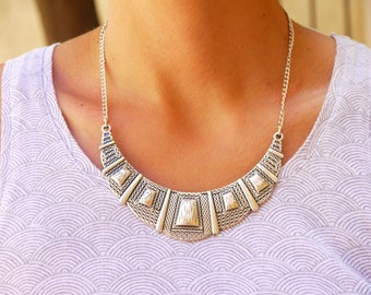 Petterned Silver Antique Metal Collar Necklace