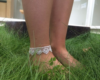 white scalloped lace anklet