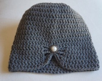 Young miss gray crochet hat with embellishment.