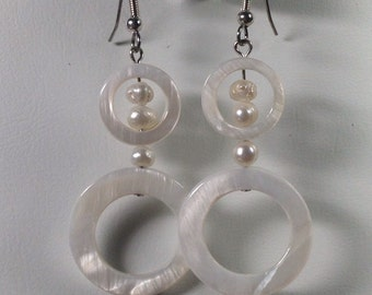Mother-of-Pearl and Shell Earrings -SE026