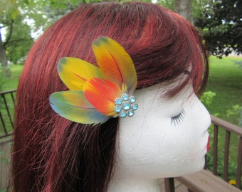 Feather hair clip, feather fascinator, hair clip, hair accessories, hair fascinator, parrot feather, rainbow accessory, colorful clip, hair