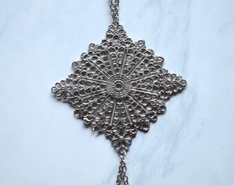 Filigree body chain, filigree pendant, filigree square, silver body chain