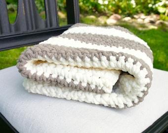 Chunky baby blanket, Crochet Baby Blanket, Neutral Baby Blanket