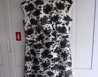 Vintage handmade 1950s black white floral print shift dress size L (UK 16)
