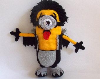 Minion Kiss Member Amigurumi. Crochet Minion Softie. Crossover Minion Kiss.