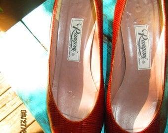 Gorgeous Rangoni of Florence soft chestnut brown exotic skin heels. Like new vintage 7 1/2 B (M) Handmade quality shoe Go w/ everything shoe