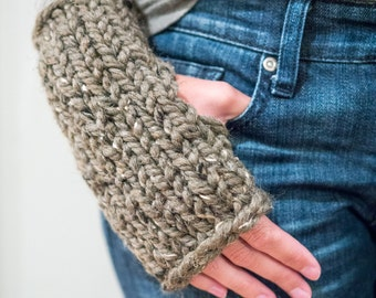 Chunky Knit Fingerless Mittens / THE KYLIE / Barley