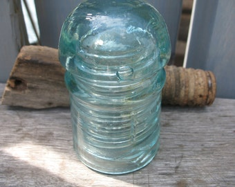 Diamond insulator glass Agua with support from the 1910s