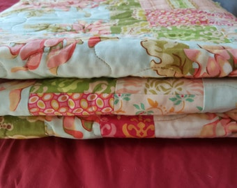 Scrappy Quilt, Patchwork Quilt, Cotton Quilt, Throw, Quilted Throw, Cotton Throw, Floral quilt, Ready to ship, one of a kind