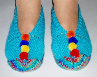 Slippers for Women. Hand Knitted. Acrylic.