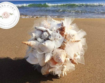 Beach wedding bouquet, White sea shells and pearls bouquet, Beach wedding bouquet