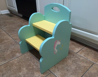 Kids wooden 2-step stool. Available in choice of two colors, name and/or design.