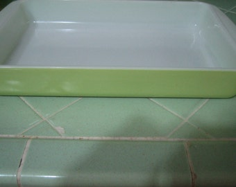 2 Qt Vintage Pyrex -  yellow/green