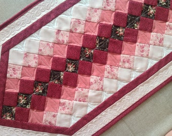 Quilted table runner - romantic table runner - patchwork table runner - quilted table topper