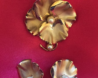Gold tone and pearl ginko style leaf brooch and earrings