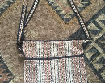 Beautoful woven purse with zipper ethnic pattern