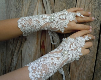 Ivory lace gloves / bridal gloves,french lace gloves ,fingerless, wedding glove,bridal accessories