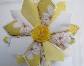 Z SM Yellow and White Floral Wreath