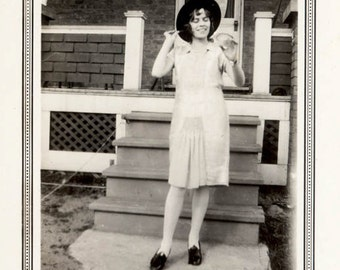 vintage photo 1930s Young Lady Struts Her Stuff w New Big Black Hat