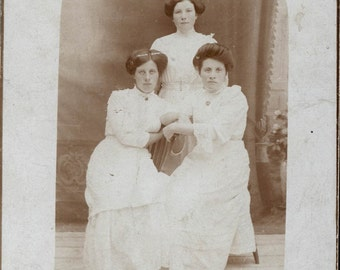 vintage photo 1900 Triangle of 3 Sisters Twins Hair Poof Nice Composition rppc