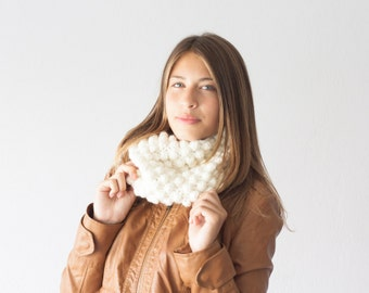 Knit neck warmer off white ecru bubble crochet cowl collar circle scarf neckwarmer