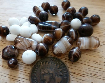 24 Vintage  Swirled Brown White Mix Glass Beads C36