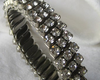 VINTAGE Silver Metal & Clear Rhinestone JEWELRY Stretch Band Bracelet