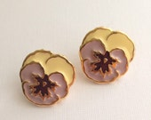 Avon Full Bloom Lavender Pansy Flower Earrings