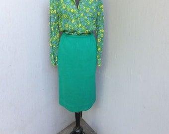 Vintage Skirt, GREEN Wool Pencil Skirt, Career Skirt, Hour Glass, Curve Hugging Skirt, size 12