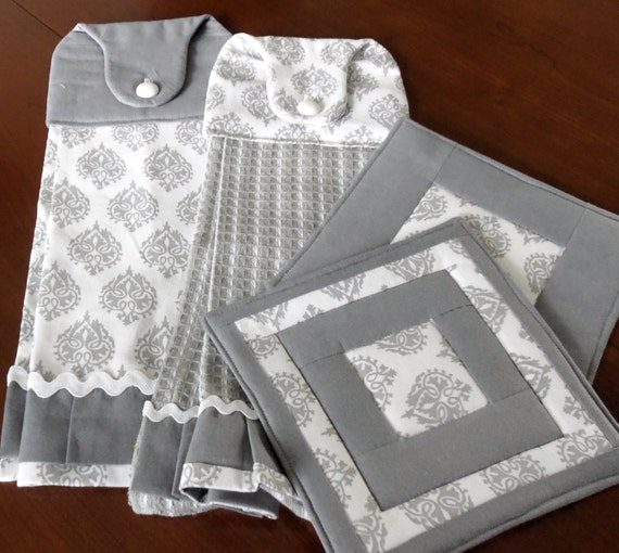 Gray set of two hanging towels and quilted pot holders set of for Quilted kitchen set