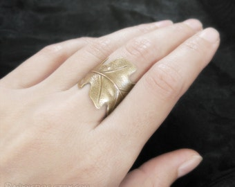 Druid's Treasure - Brass Oak Leaf Ring, Adjustable Ring, Nature Jewelry, Boho Jewelry, Oak Leaf Jewelry, Bohemian Jewelry, Leaf Band Ring