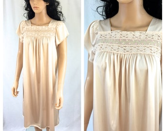 Vintage Peach Pink Lace Nightgown. Embroidered Nightgown. Bridal. Wedding Lingerie. 1960s. Nylon. Medium. Under 25. Roses. Romantic Lace.