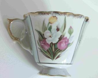 vintage opalescent sage porcelaine japanese Tea cup,tulip design,scalloped gold edges,green sage section with gold designs,gold handle