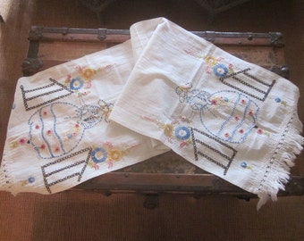 Heavily Embroidered Vintage Linen Runner Antibellum Lady