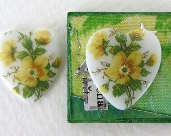 Vintage Flower Cabochon Glass Hearts Cameo Yellow Roses White Green 18x16mm gcb1165 (2)