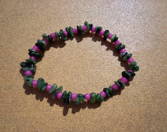 Bracelet Ruby in Zoisite with Pink Glass Beads on Elastic Cord 6.75 Inches