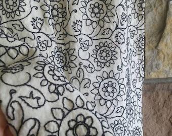 Vintage 80s retro black embroidered flowers on white linen skirt size 4 womens