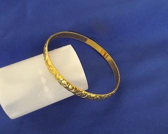 Vintage Gold Tone Bangle Bracelet with Fleur De Lis Design, Costume Jewelry, Vintage Jewelry, Dressy Bracelet, Casual Bracelet