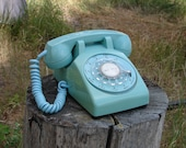 Vintage - Very Retro - Functional Turquoise Rotary Dial Desk Phone