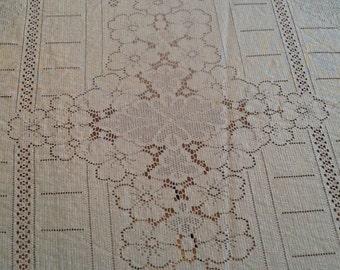 Exquisite Quaker Lace Tablecloth