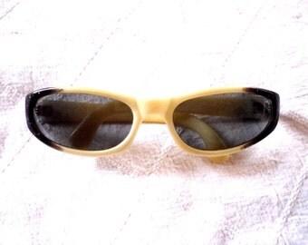 Vintage COOL-RAY POLAROID // Original Cari Michelle Sunglasses // Black Glitter Ivory Colored Plastic Eyeglass Frames