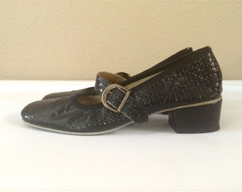 Vintage Shoes Women's 60's Mary Janes, Black, Patent Leather, Mod, Textured by Basket Coast Shoes (Size 5 1/2)