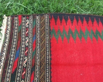 5 ft  x 2 ft 5  Zingy Red Black Carpet Kilim Rug Hand woven thick wool. 152 x 75 cm Tapis